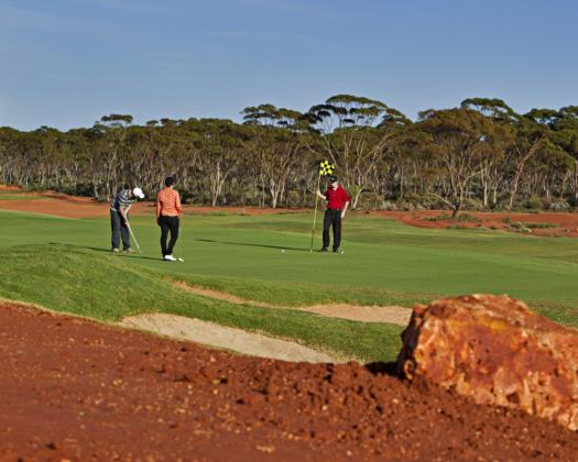 Group playing golf at the Kalgoorlie Golf Course-Air Escape Esperance package