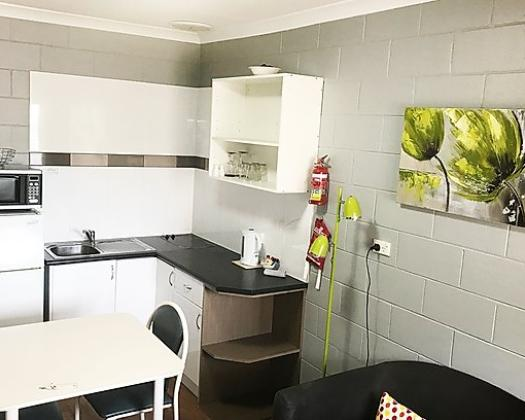 Esperance Central Accommodation-1 Bedroom Apartment kitchen